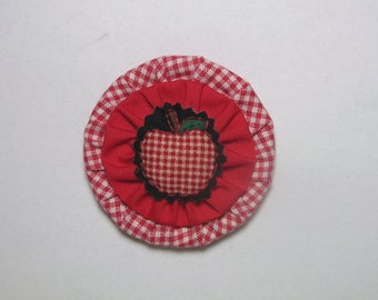 Hand Crafted Mason Canning Jar Lid Refrigerator Magnet*Red White Apple*Red Fabric Yo-Yo*Red White Checkered Fabric*Apple Theme*Apple Kitchen