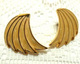 NAPIER Earrings Vintage swoop Cream enamel on Gold pierced  wings Retro Modern