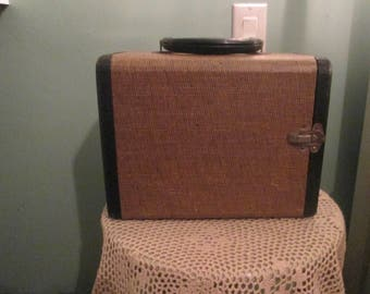 Vintage 1950s Slide Carrying Case / Portable Jewelry Case 3 Drawers