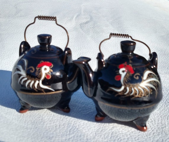 Vintage 1940's Ceramic Salt and Pepper Shakers - Rooster Teapots by Norcrest