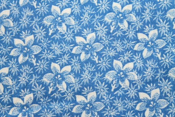 Blue and white fabric,Flower fabric,Floral fabric,Quilt fabric,Apparel fabric,Craft fabric,100% cotton fabric,Sold by FAT QUARTER INCREMENTS