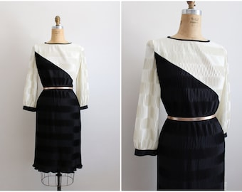 70s ColorBlock Pleated Dress / Holiday Dress / Black and White Dress / 1970s Party Dress / Size M/L