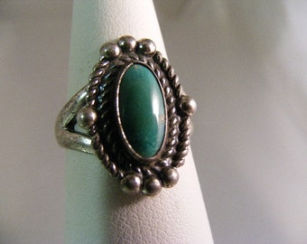 Vintage Southwest  Turquoise Ring in Sterling Silver.....  Lot 5084