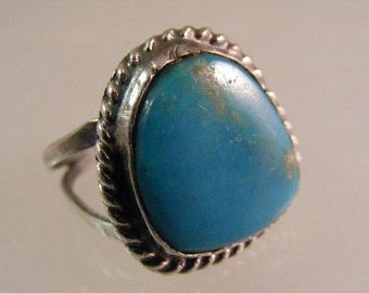 Vintage Southwest  Turquoise Ring in Sterling Silver.....  Lot 5141