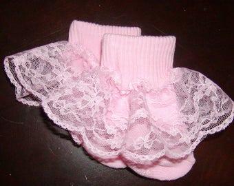 Girls pink ruffle socks to match any dress or skirt. Sizes 0 Mon-6T