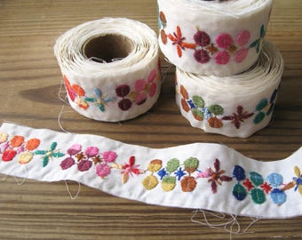 """Vintage Bohemian Multicolor on Ivory Embroidered Raw Edge Trim 1-1/2"""" Width (3 yd roll)"""