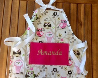 Kids personalized apron with owl print.