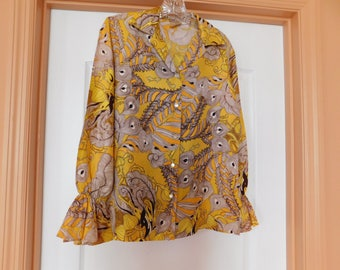 Fabulous 1970s Blouse - Great fabric, Great design, Great Colors. This is a very wonderful find - Excellent Condition