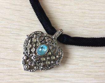 Black Velvet Choker • Vintage Avon Necklace • 90s Choker • Blue Rhinestone Choker • Grunge Jewelry • Velvet Rope Choker • Costume Jewelry
