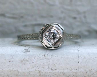 Classic Vintage 18K White Gold Diamond Solitaire Filigree Engagement Ring - 0.25ct.
