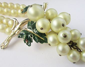 Coro 1957 Chianti Hanging Grapes Green Enamel Leaves Two Strands Faux Pearl Choker Necklace Adjustable