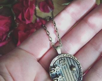REALM a hobbit fairy style magnetic door picture locket