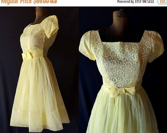 40%OFFSALE 50s 60s Dress, Vintage Prom Wedding Party, Yellow, White Lace, Metal Zipper, Petite