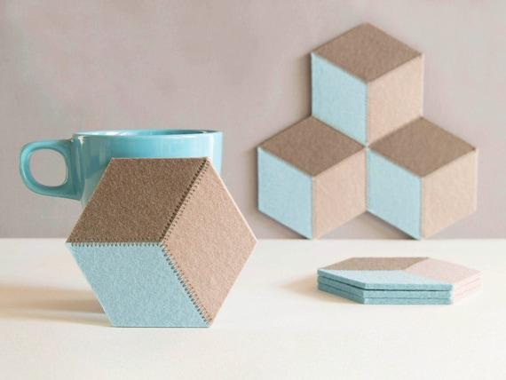 Set of felt coasters / hexagonal coasters / pastel colors / geometric coasters / wool felt coasters / modern home decor / made in Italy