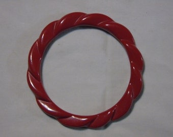 Red bakelite scalloped bracelet