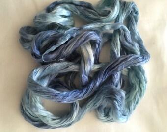 Handgeverfde moerbei zijde zijdelont blauwtinten 0,5 oz 14 gram handdyed mulberry silk blue