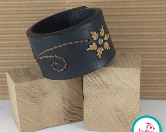 Accent Leather Chick Cuff
