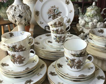 Service for 8 Royal Worchester Dorchester Pattern Fine China made in England  47 pieces