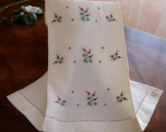 Linen Tea Towel, Embroidered Linen Towel, Original Tag, Store Stock Vintage Linens, Floral embroidery, Cottage chic, country decor, 1940s
