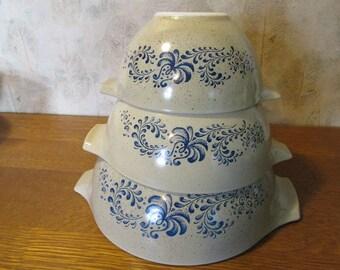 Vintage Set Homestead Pyrex Mixing Bowls