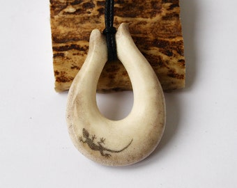 Antler necklace, Antler pendant, Antler jewelry, Lizard necklace, Lizard pendant, Lizard jewelry, Scrimshaw necklace, Scrimshaw pendant