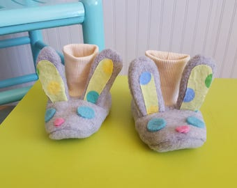 Gray and green stay-on bunny baby booties in anti pill fleece.