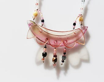 small flowery necklece plexiglas and beads, hand painted, colorful, delicate, pastel colors,flower, iridescent and transparent