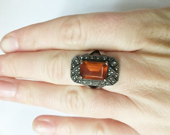unmarked silver ring with amber-colored stone surrounded by marcasite chips size 7