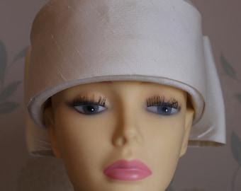 NIGEL RAYMENT Designer 1960'S Vintage HAT   Pure Ivory Silk     Beautiful