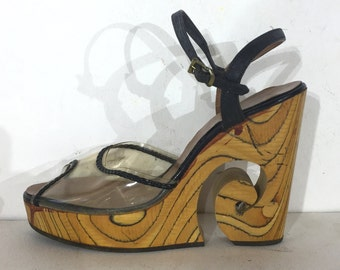 1970s Italian gorgeous high platforms with clear lucite and carved tigerwood - size 6.5A - 1970s platform sandals - 1970s platform shoes