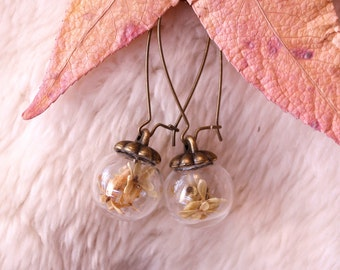 "Make a wish earrings, "" Velo de novia"" miniature flowers on a glass capsule"