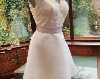 White short wedding dress lace bodice with organza skirt shaped corset top sweetheart Neckline uk size 14 usa size 8/10
