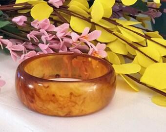 Vintage 1960s Caramel Lucite Bangle Bracelet