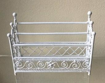 "Dollhouse Miniature 1"" Scale White Metal Quilt Rack (RG)"