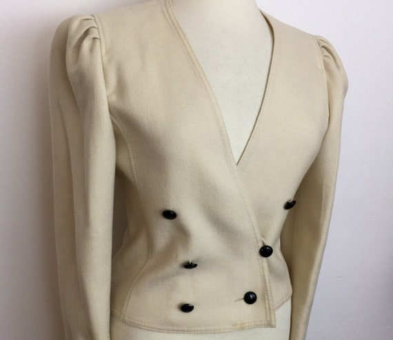 Vintage jacket wide shoulder blade runner style fitted suit jacket cream wool UK 10 nipped in waist cut off white blazer Louis Feraud