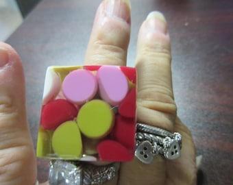 Polka Dot Aspirin Dot Lucite Ring sz. 7