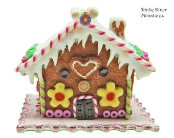 Christmas Gingerbread House (Heart) - Miniature 1:12 Scale Food