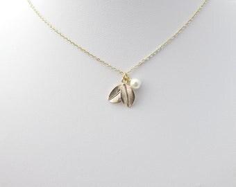 Leaf Necklace, Gold Leaf Necklace, Leaf and Pearl Necklace, Bridesmaid Gifts, Bridesmaid Necklace, Woodland Wedding Gifts, Leaf Jewellery