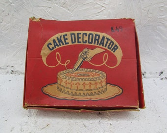 VINTAGE 1950s Lorraine Aluminum Decorator Kit.  Cake and Cookie Decorating.  Icing. Cookies, In Original Box with 6 Decorator Tips