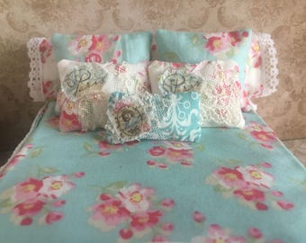 Miniature Dollhouse Shabby Chic Bed with Linens - 1:12 Scale
