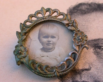 French antique 19th century glass solid copper  locket holder pendant ornate smetal pendant photo miniature portrait with glass