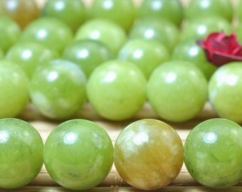 47 pcs of Natural Green Jade smooth round beads in 8mm (06083#)