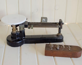 Vintage/Antique Scale Antique Central Scientific Co Cast Iron Scale with weight set