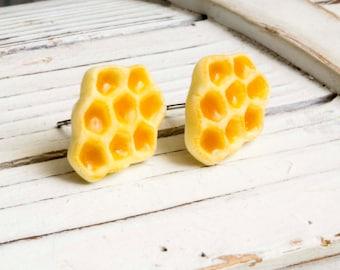 Honeycomb studs miniature food