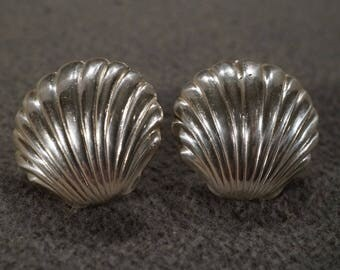 vintage sterling silver stud earrings in a ribbed shell design  M5