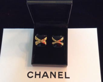 Vintage Chanel black and gold clip earrings.