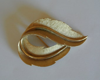 Trifari Brooch Gold Tone Leaf Crown Swirled Leaf Signed Signed