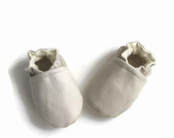 Baby booties-baby shoes-crib shoes-tan baby shoes-baby shower gift-canvas baby shoes-baby boy booties-baby girl booties-fabric baby booties