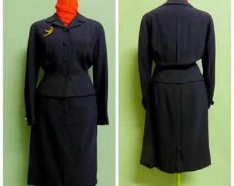 Vintage 1940's/50's dark navy blu light wool  woman suit Medium