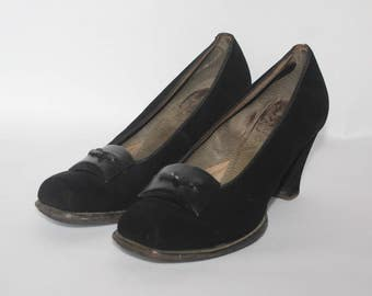 1940's Black Suede Court Shoes by Clarks - UK 4